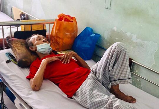 Nghệ sĩ Điền Phong bị tai nạn giao thông nhập viện cấp cứu - Ảnh 1.