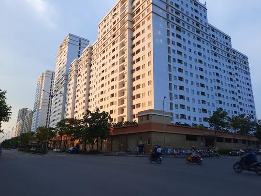 Nên mua căn hộ xây mới ở xa hay căn hộ cũ ở gần trung tâm? - Ảnh 2.