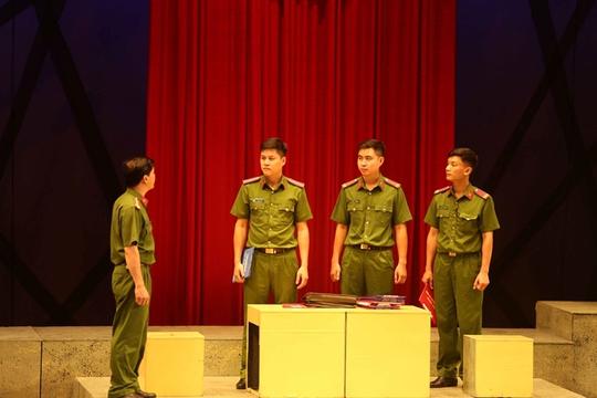 Nhà hát Công an Nhân dân dời đợt lưu diễn vở kịch Vẫn sống - Ảnh 1.