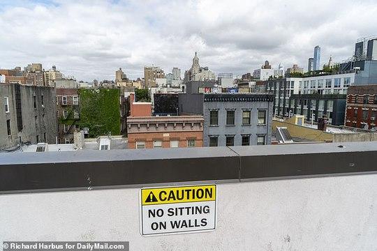 Tiệc tùng trên sân thượng, một phụ nữ ở Mỹ rơi xuống đất tử vong - Ảnh 2.
