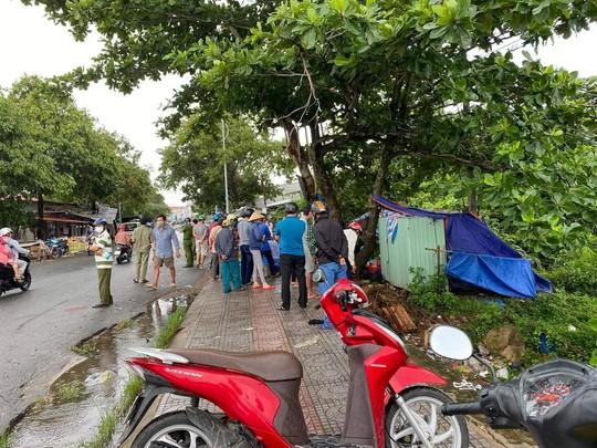 Tìm người thân thi thể người đàn ông nằm dưới rạch ở Phú Quốc - Ảnh 2.