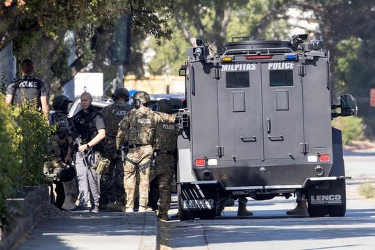 Mỹ: Xả súng tại California, 9 người thiệt mạng, nhà nghi phạm bốc cháy - Ảnh 4.
