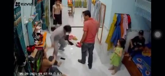CLIP: Đang ở nhà, người phụ nữ góa chồng bị hai đàn ông xông vào đánh đập dã man - Ảnh 3.