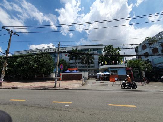 NÓNG: Phong toả Bệnh viện quận Tân Phú liên quan chùm ca nhiễm ở Hội thánh truyền giáo Phục Hưng - Ảnh 4.