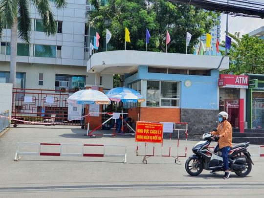 NÓNG: Phong toả Bệnh viện quận Tân Phú liên quan chùm ca nhiễm ở Hội thánh truyền giáo Phục Hưng - Ảnh 2.