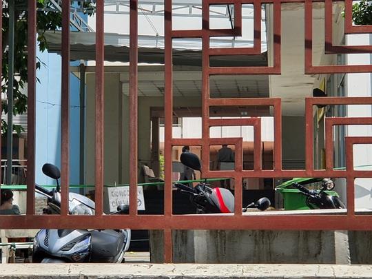 NÓNG: Phong toả Bệnh viện quận Tân Phú liên quan chùm ca nhiễm ở Hội thánh truyền giáo Phục Hưng - Ảnh 3.