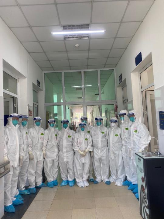 Bác sĩ Chợ Rẫy ngày đêm điều trị cho bệnh nhân nặng tại Bắc Giang - Ảnh 1.