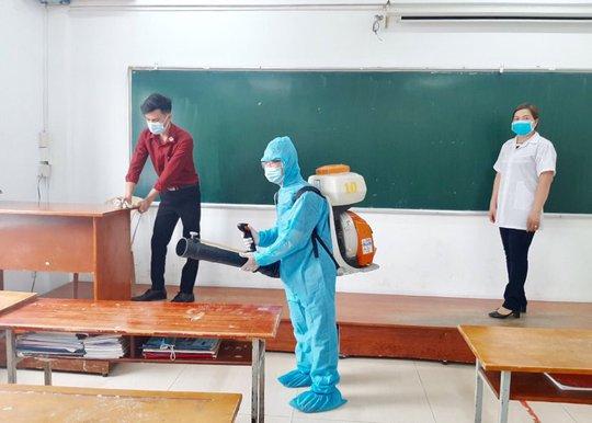 Ra vào TP HCM dịp lễ, giáo viên và học sinh phải khai báo y tế - Ảnh 1.