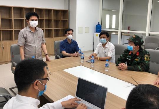 Chuyển 151 F1 của ca bệnh Covid-19 siêu lây nhiễm đến Bệnh viện Bạch Mai cơ sở 2 - Ảnh 3.