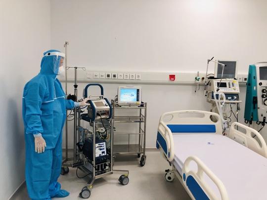 Chuyển 151 F1 của ca bệnh Covid-19 siêu lây nhiễm đến Bệnh viện Bạch Mai cơ sở 2 - Ảnh 16.