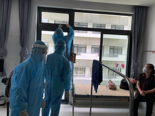 Chuyển 151 F1 của ca bệnh Covid-19 siêu lây nhiễm đến Bệnh viện Bạch Mai cơ sở 2 - Ảnh 13.