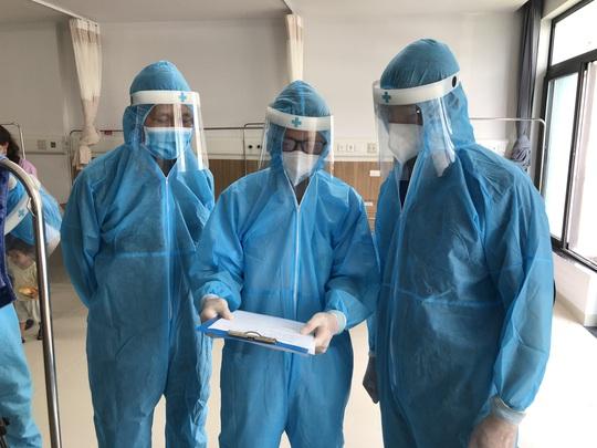 Chuyển 151 F1 của ca bệnh Covid-19 siêu lây nhiễm đến Bệnh viện Bạch Mai cơ sở 2 - Ảnh 8.