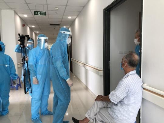 Chuyển 151 F1 của ca bệnh Covid-19 siêu lây nhiễm đến Bệnh viện Bạch Mai cơ sở 2 - Ảnh 11.