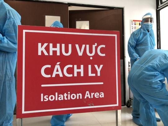 Chuyển 151 F1 của ca bệnh Covid-19 siêu lây nhiễm đến Bệnh viện Bạch Mai cơ sở 2 - Ảnh 6.