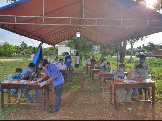 Bất chấp lệnh cấm, xe khách vẫn nườm nượp từ TP HCM về Đắk Lắk - Ảnh 5.
