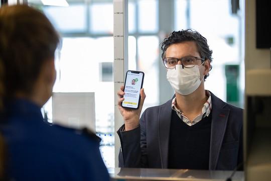 Vietnam Airlines chính thức thử nghiệm ứng dụng hộ chiếu sức khỏe điện tử - Ảnh 1.