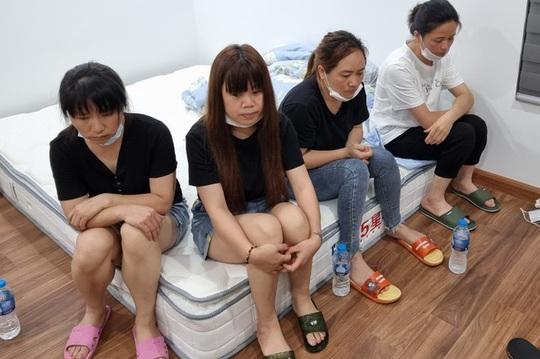 Nhóm người Trung Quốc cố thủ trong căn hộ, cảnh sát phá cửa bắt gọn - Ảnh 1.