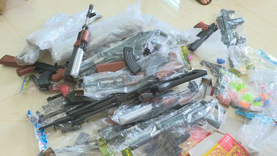 Phát hiện vụ mua bán súng đồ chơi trẻ em nguy hiểm - Ảnh 2.