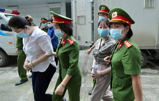 CLIP: Dẫn giải các bị cáo vụ án Nhật Cường tới toà - Ảnh 7.
