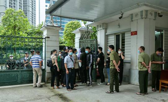 CLIP: Dẫn giải các bị cáo vụ án Nhật Cường tới toà - Ảnh 10.