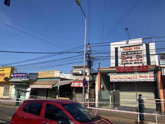 Liên quan nữ quán bar ở Đà Nẵng dương tính Covid-19: Đồng Nai phong tỏa hàng chục hộ dân - Ảnh 5.