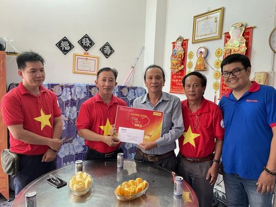 Mai Vàng nhân ái đến với nhạc sĩ Tố Hải và NSƯT Thanh Hùng - Ảnh 3.