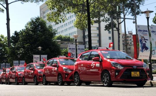 Vinasun ra mắt taxi đỏ - Ảnh 1.