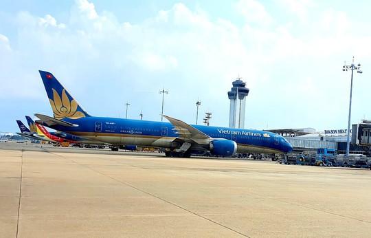 Bộ Tài chính nói về đề xuất tăng giá trần vé máy bay của Vietnam Airlines - Ảnh 1.