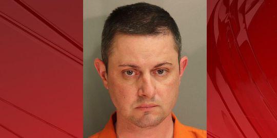 Mỹ bắt cựu nhân viên FBI cưỡng hiếp bé gái 11 tuổi - Ảnh 1.
