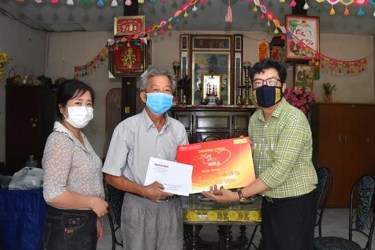 Mai Vàng nhân ái thăm Nghệ nhân Nhân dân Út Tỵ và NSƯT Xuân Quan - Ảnh 1.