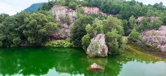 """Xanh biếc hồ Tà Pạ - """"tuyệt tình cốc"""" của miền Tây - Ảnh 3."""
