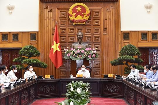 Thủ tướng Phạm Minh Chính yêu cầu hoàn thiện kịch bản chống Covid-19, tổ chức tốt kỳ thi THPT - Ảnh 1.