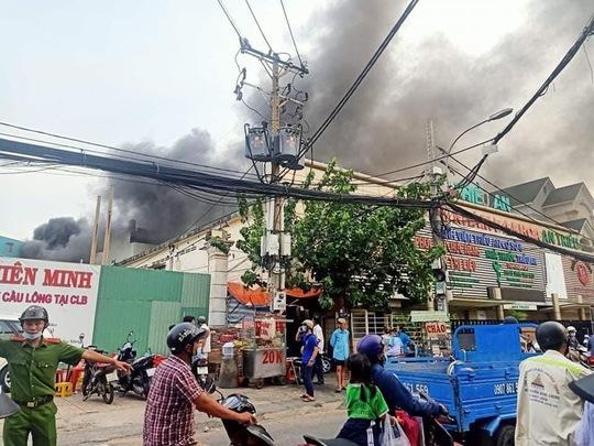 Tìm thấy 8 thi thể trong đám cháy nhà dân ở quận 11, TP HCM - Ảnh 1.