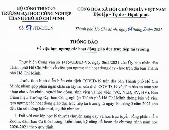 TP HCM: Nhiều trường đại học ra thông báo ngừng học tập trung vì Covid-19 - Ảnh 1.