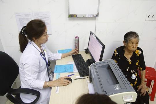 Các trường hợp đi khám chữa bệnh được bảo hiểm y tế thanh toán với mức tối đa - Ảnh 2.