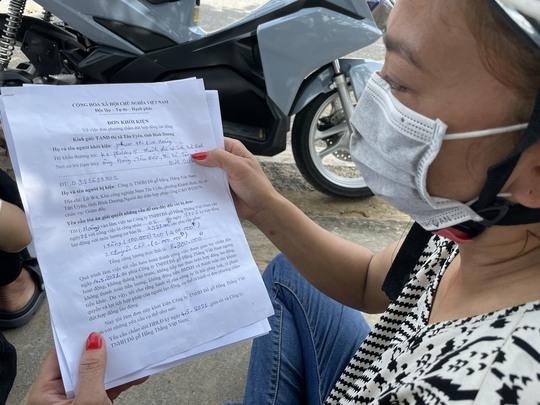 Bình Dương: Gần 100 công nhân nộp đơn khởi kiện giám đốc công ty bỏ trốn - Ảnh 2.
