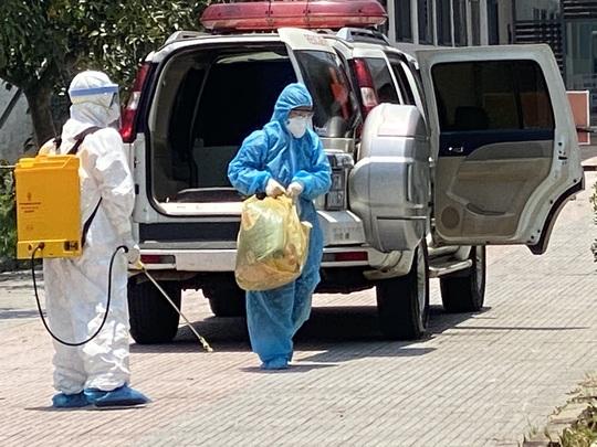 Phong tỏa trung tâm y tế liên quan đến ca bệnh 3211 nhiễm  SARS-CoV-2 - Ảnh 1.
