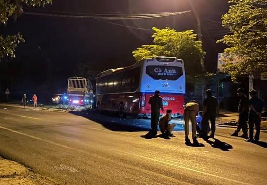 Xe khách đối đầu xe tải ở Buôn Ma Thuột, nhiều người thương vong - Ảnh 1.