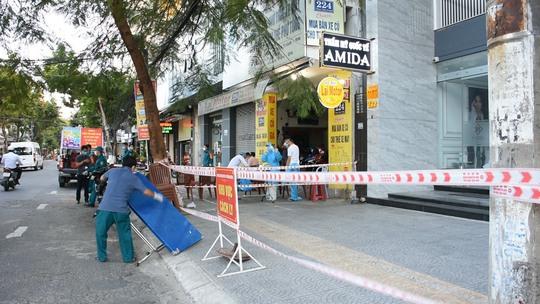 Ổ dịch Thẩm mỹ viện Amida ở Đà Nẵng có thêm 12 ca nghi mắc Covid-19 mới - Ảnh 1.