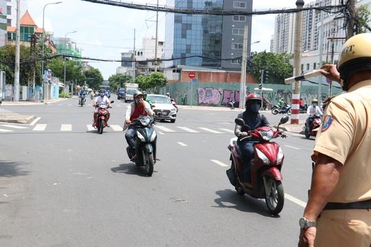 CSGT TP HCM sẽ xử phạt người đi đường không mang khẩu trang - Ảnh 4.