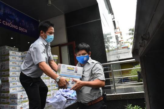 Chương trình Thực phẩm miễn phí cùng cả nước chống dịch đến quận Gò Vấp - Ảnh 5.