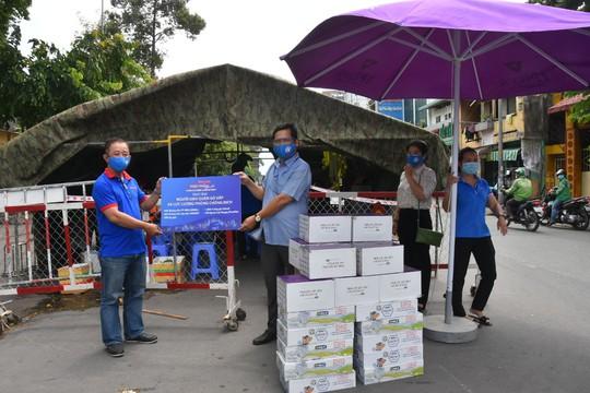 Chương trình Thực phẩm miễn phí cùng cả nước chống dịch đến quận Gò Vấp - Ảnh 2.