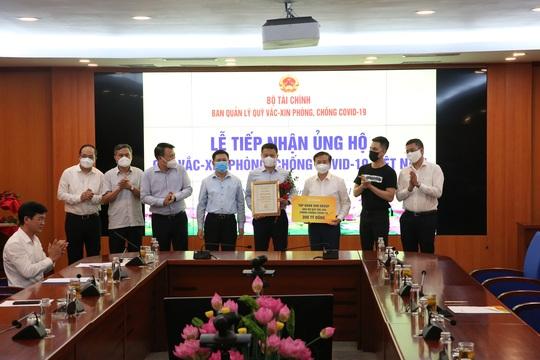 Sun Group góp 320 tỉ đồng cho Quỹ vắc-xin, nâng tổng số tiền ủng hộ qua các đợt dịch lên gần 510 tỉ đồng - Ảnh 1.