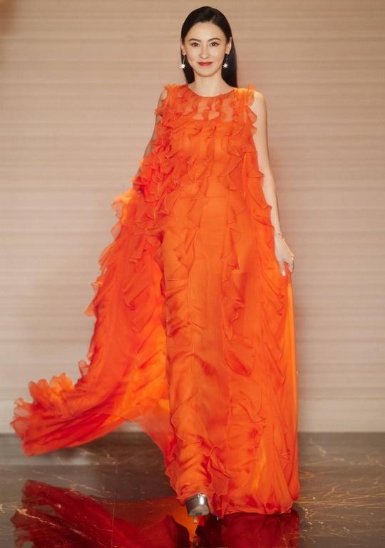 Phong cách thời trang của Trương Bá Chi - Ảnh 3.