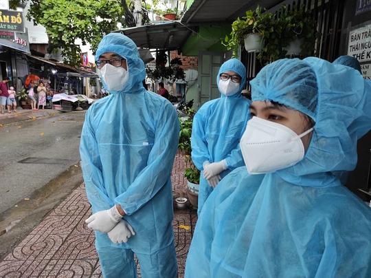 TP HCM: Phát hiện chuỗi lây nhiễm tại khu nhà trọ, hàng chục người mắc Covid-19 - Ảnh 1.