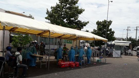 TP HCM: Hai chị em nhiễm SARS-CoV-2, lấy 500 mẫu xét nghiệm khẩn tại một chợ đầu mối - Ảnh 1.