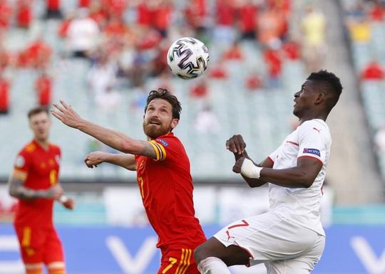 Gareth Bale tịt ngòi, Xứ Wales hòa may mắn trước Thụy Sĩ - Ảnh 2.