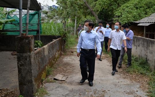 Quảng Ngãi: Chủ tịch tỉnh xin lỗi người dân đang tụ tập trước cổng Nhà máy thép Hòa Phát - Ảnh 2.