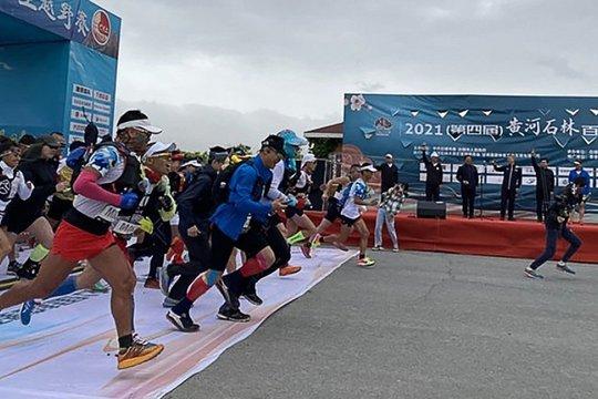 Quan chức Trung Quốc nhảy lầu tự sát sau giải marathon tử thần - Ảnh 1.