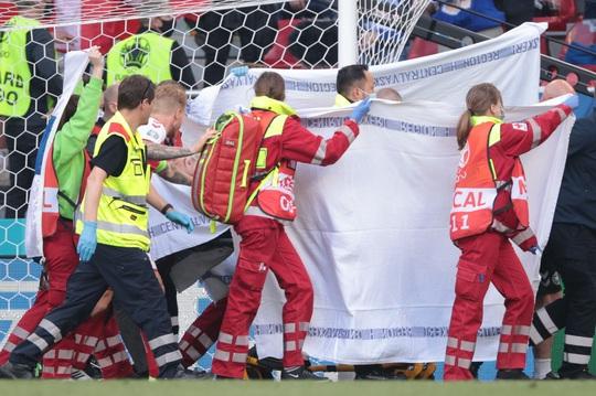 Eriksen đổ gục xuống sân, cầu thủ Đan Mạch, Phần Lan bật khóc - Ảnh 5.